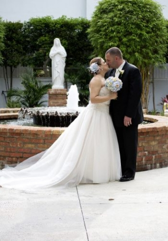Classic Photographers provides professional wedding photography & videography services across the US.